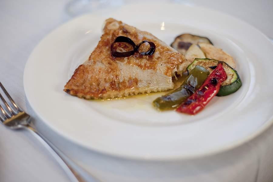 plato blanco de mar